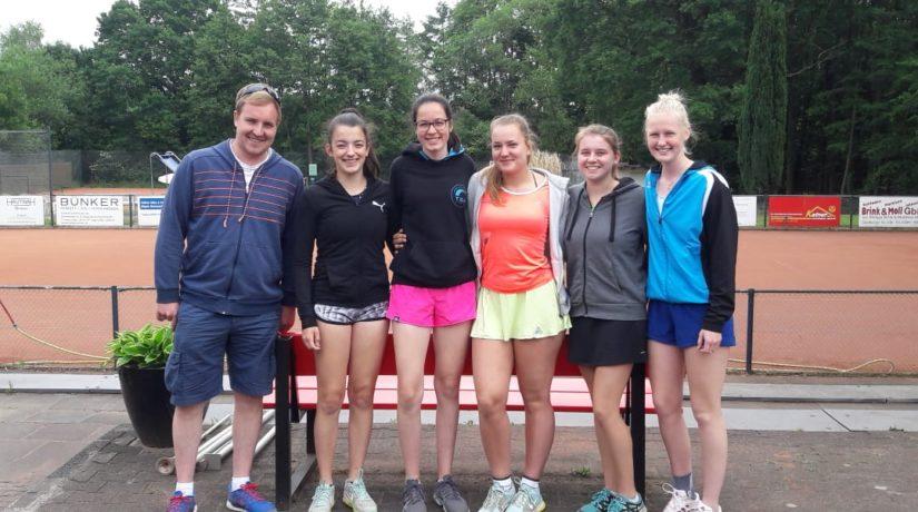 Erfolgsgeschichte der Tennismannschaften des Petrinums hält an