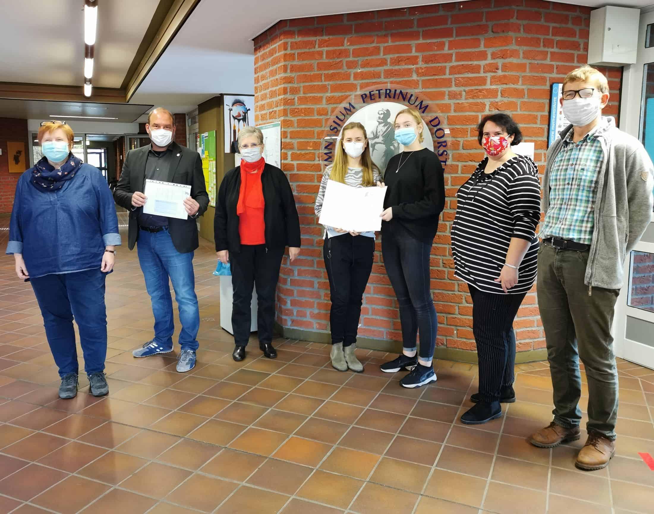 Schülerinnen und Schüler der Q2 erhalten den Dr.-Selig-Auerbach-Anerkennungspreis